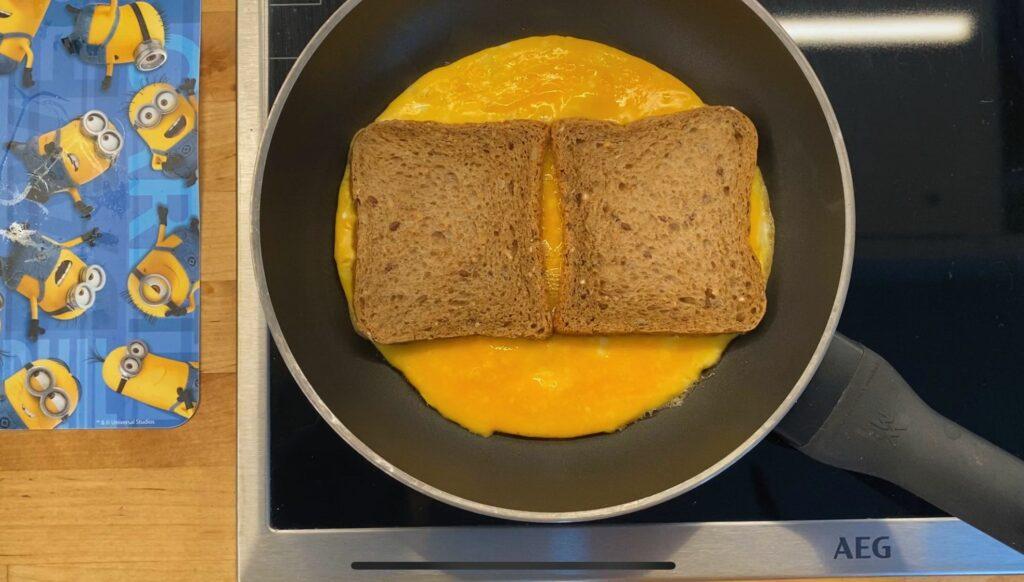 Горячий бутерброд с яйцом