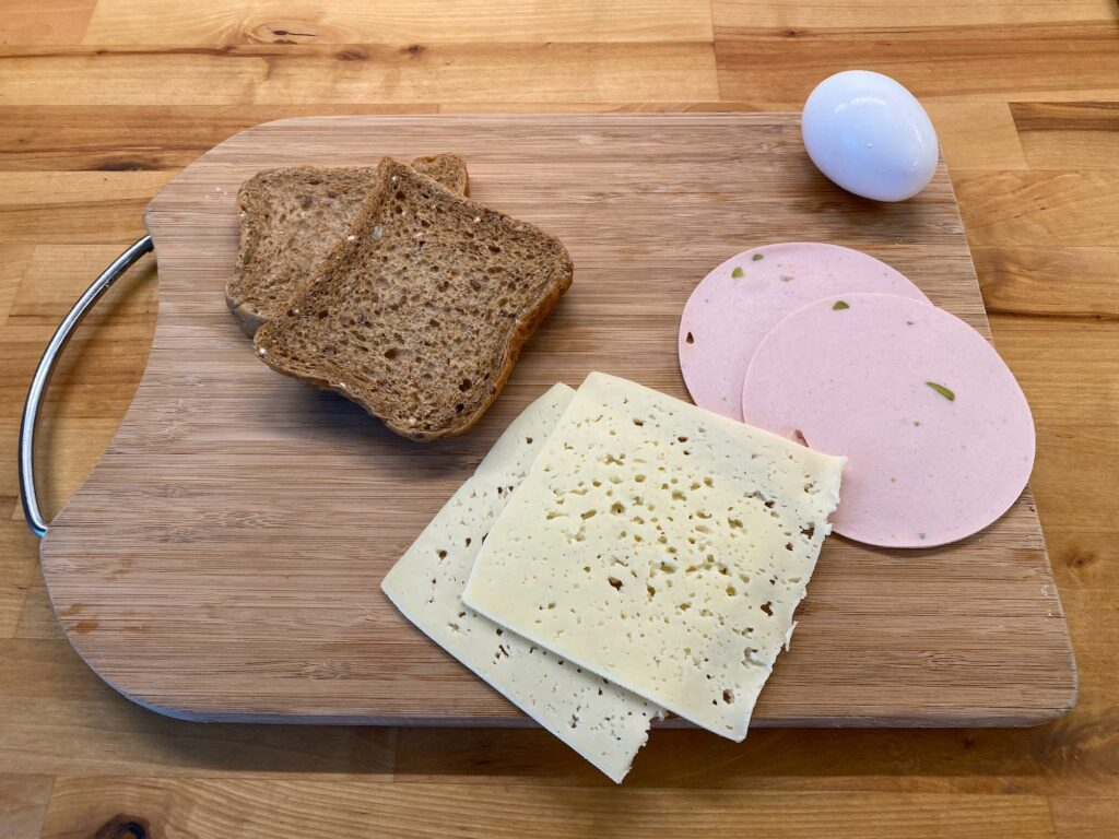 Горячие бутерброды-рулетики