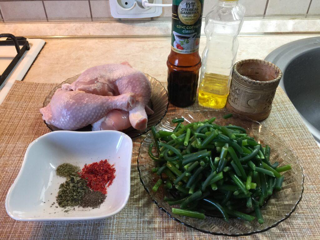 Курица жареная  с чесночными стрелками