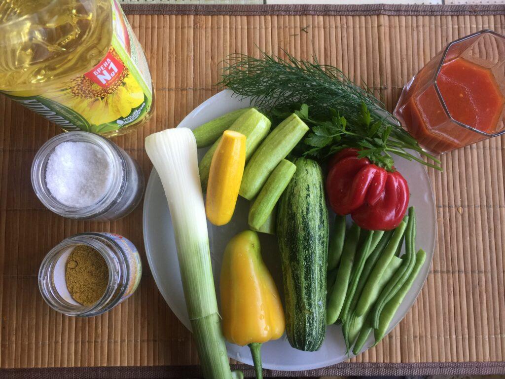 Овощи тушеные в томатном соке