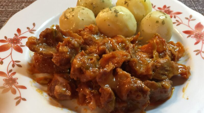 Куриные желудки в томатном соусе