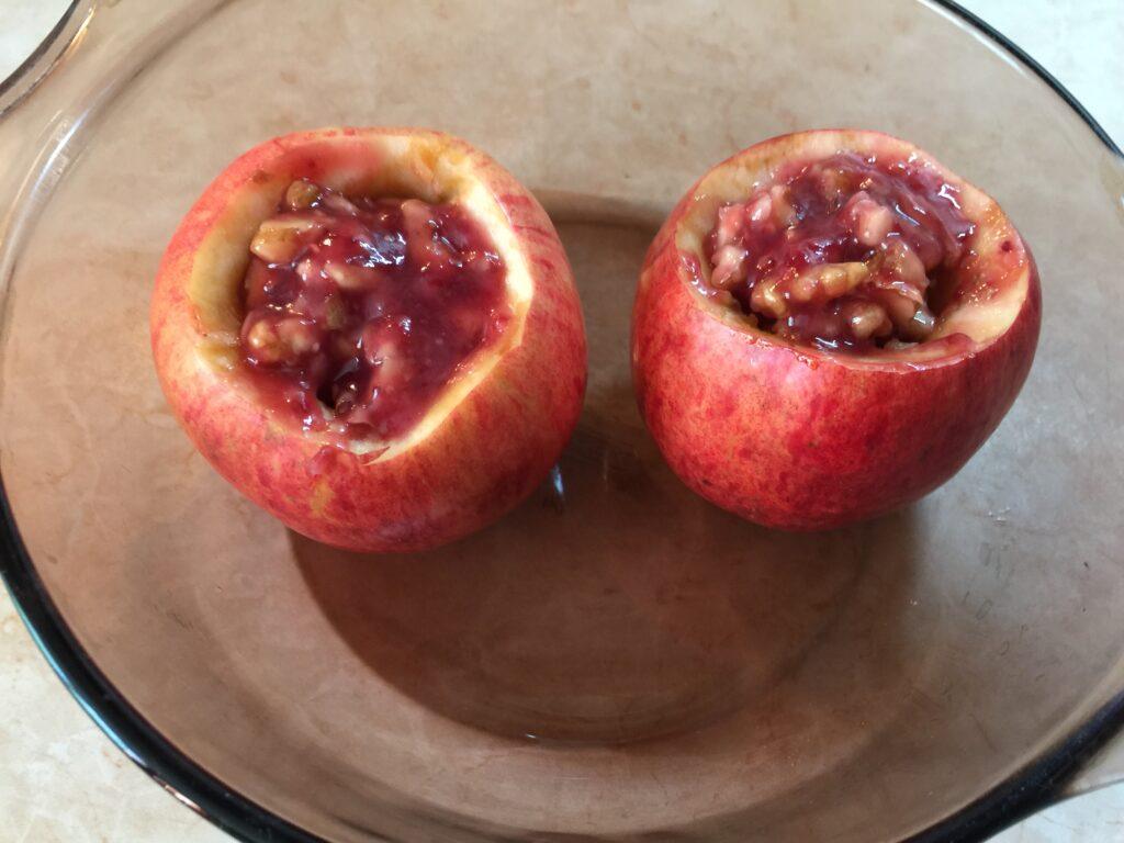 Яблоки запечённые с ягодами