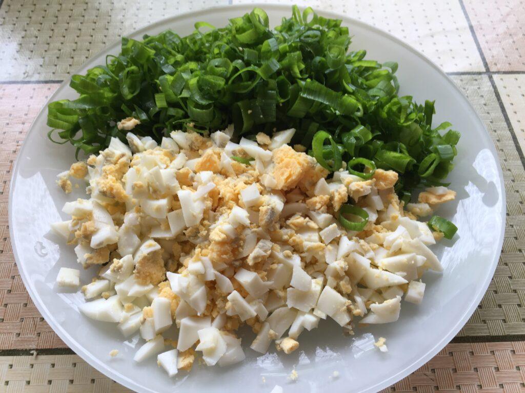 Оладьи с яйцом и зелёным луком